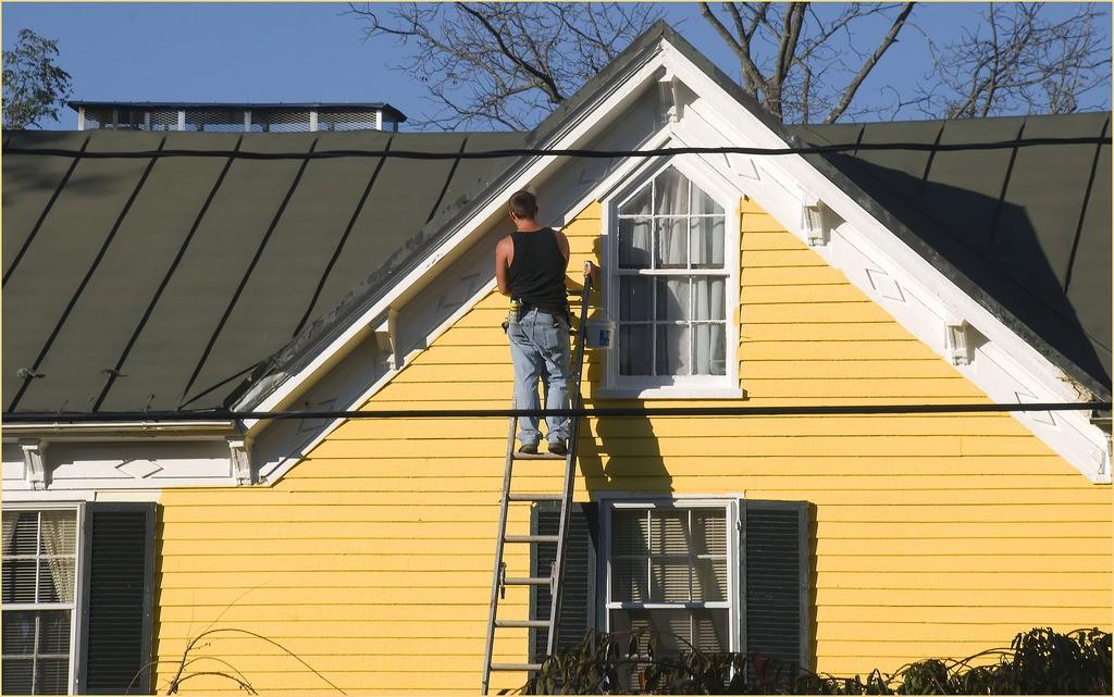 When to Call the Professional Exterior House Painter