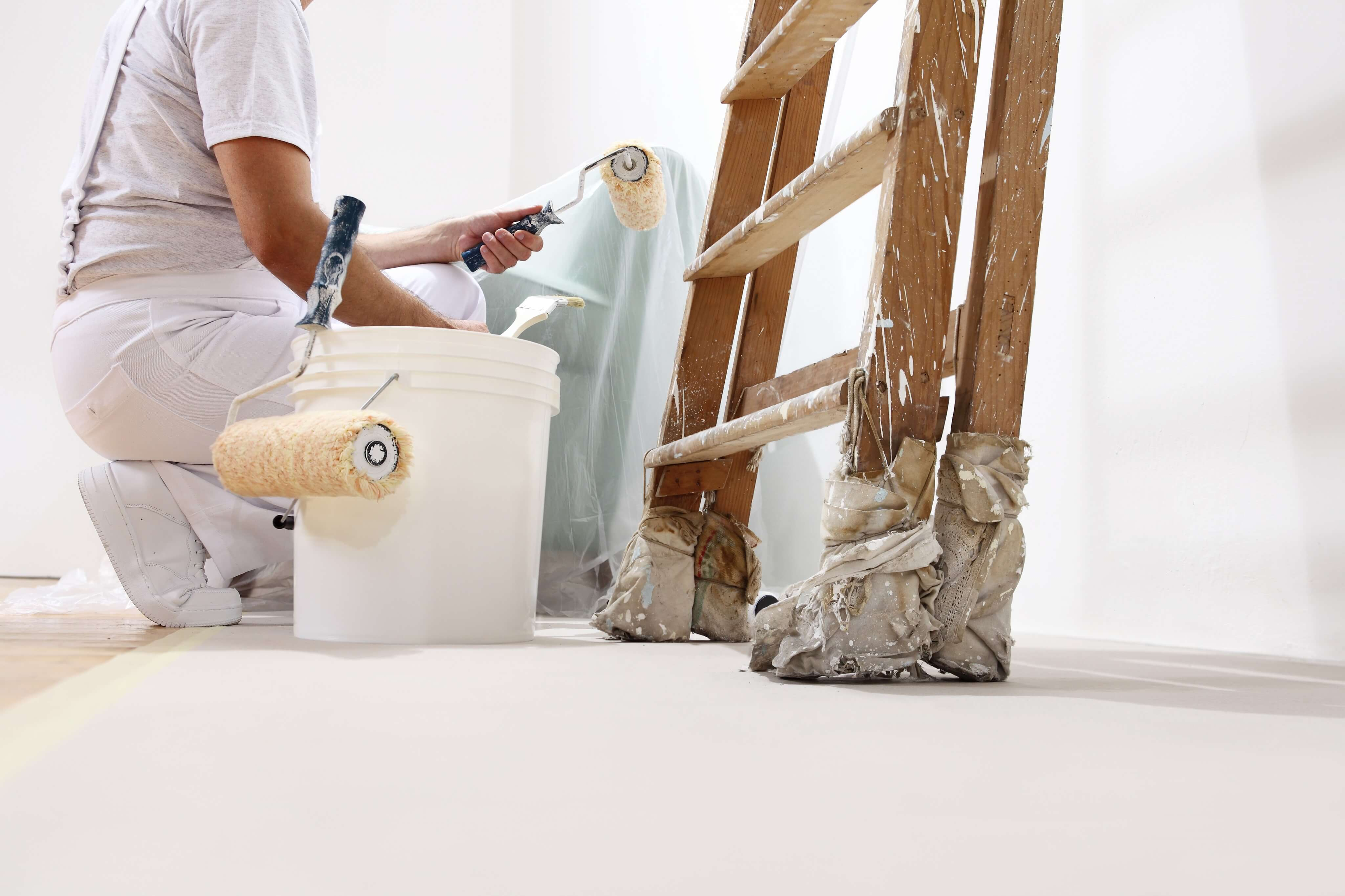 Signs You Need to Hire a Painting Company for Your Home